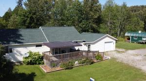 41 E Pine ST, Cedarville, MI 49719