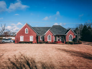 163 State Line Road, Michie, TN 38357