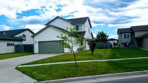 919 39 1/2 Avenue W, West Fargo, ND 58078