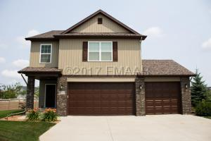 4116 CLUBHOUSE Drive S, Fargo, ND 58104