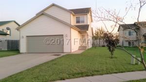 919 39 1/2 Avenue W, West Fargo, ND 58078