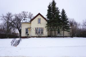 465 4TH Street NW, Valley City, ND 58072