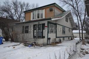 905 COLLEGE Street N, Fargo, ND 58102