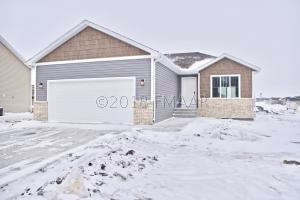 1325 GOLDENWOOD Drive, West Fargo, ND 58078