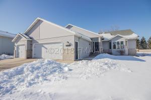 4045 RIVERSHORE Drive S, Moorhead, MN 56560