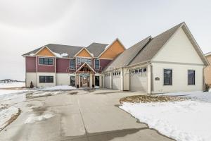 4493 BEACH Lane S, Fargo, ND 58104