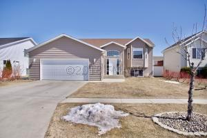 1172 39 1/2 Avenue W, West Fargo, ND 58078