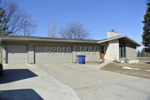 2621 FAIRWAY Drive, Moorhead, MN 56560
