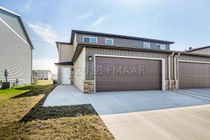 4298 ESTATE Drive S, Fargo, ND 58104