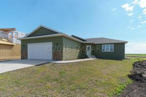516 6TH Street E, Horace, ND 58047