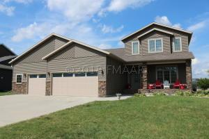 1111 SUMMERWOOD Trail W, Dilworth, MN 56529