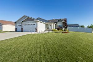 5503 SUNFLOWER Lane, Fargo, ND 58104
