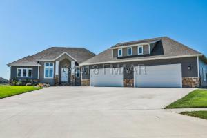 951 MULBERRY Lane, West Fargo, ND 58078