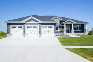 1026 HICKORY Lane, West Fargo, ND 58078