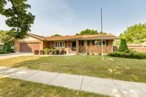2854 ELM Street N, Fargo, ND 58102