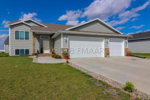 4965 CHELSEA Lane S, Fargo, ND 58104