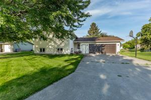 Casselton home with mature trees welcome you!