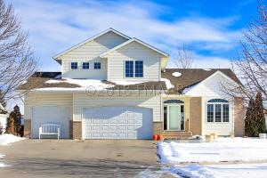 3352 WASHINGTON Street S, Fargo, ND 58104