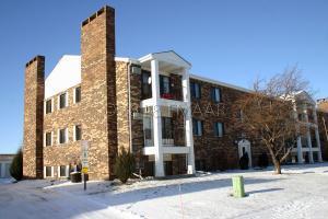 341 PRAIRIEWOOD Circle S, Fargo, ND 58103