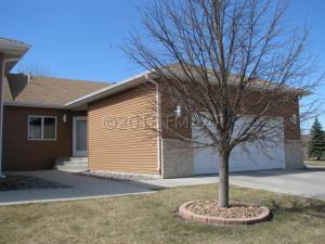 3321 W PRAIRIEWOOD Drive S, Fargo, ND 58103