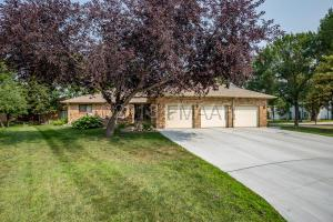 187 PRAIRIEWOOD Drive S, Fargo, ND 58103