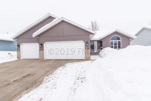 1452 MAPLE Lane, West Fargo, ND 58078
