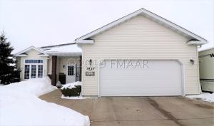 1427 SOMMERSET Drive, West Fargo, ND 58078