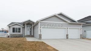 1285 GOLDENWOOD Drive, West Fargo, ND 58078