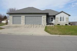 327 CLEARVIEW Court, Moorhead, MN 56560