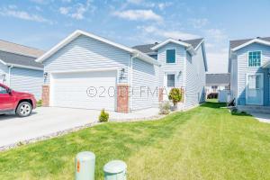 4767 SPENCER Lane S, Fargo, ND 58104