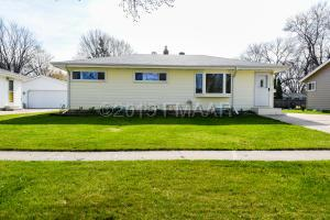 1438 20 Street S, Fargo, ND 58103