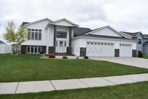 5526 FARMSTEAD Court S, Fargo, ND 58103