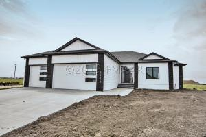 2602 GOLDEN VALLEY Parkway S, Fargo, ND 58104