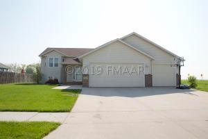 4 bed, 3 bath 2556 sq ft Erickson built Bi Level!