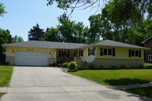 1413 5 Street N, Fargo, ND 58102