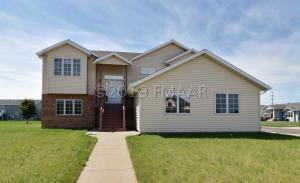 5526 SUNFLOWER Lane S, Fargo, ND 58104