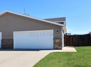 1010 38 1/2 Avenue W, West Fargo, ND 58078