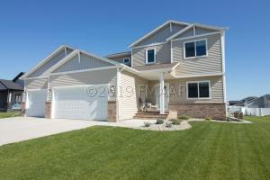 2420 HARBOR Lane W, West Fargo, ND 58078