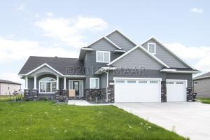 3664 CORDOVA Loop S, Fargo, ND 58104
