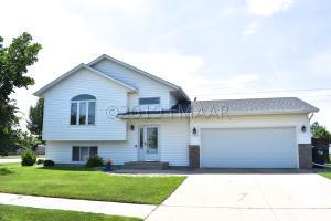 1853 52 Street S, Fargo, ND 58103