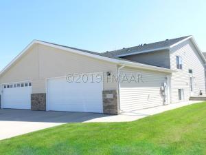 2508 AMBER VALLEY Court S, Fargo, ND 58104