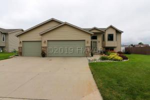1083 PARKWAY Lane, West Fargo, ND 58078