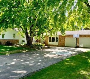 425 VALLEY Avenue S, Moorhead, MN 56560