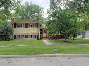 1202 OAK Street N, Fargo, ND 58102