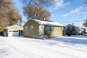 1365 16 Avenue S, Fargo, ND 58103