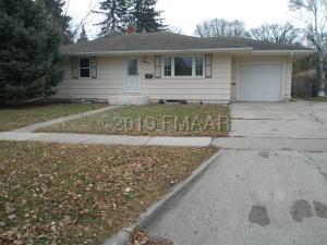 2405 9 Street N, Fargo, ND 58102
