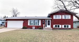 3121 EDGEWOOD Drive N, Fargo, ND 58102