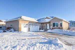 4508 BEACH Lane S, Fargo, ND 58104