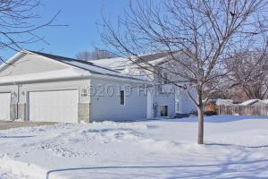 1526 SUNTREE Drive, West Fargo, ND 58078
