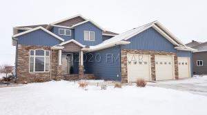 936 MULBERRY Lane, West Fargo, ND 58078